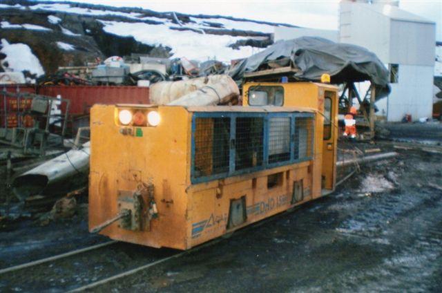Lokomotiv GIA 2 holdt udenfor og havde tilsyneladende kørt lidt mere. Foto: Jónatan Sævarsson efteråret 2006.
