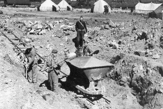 Anlæg af Patterson Airbase i Keflavik 1942. Arkiv: Sigurdur Gudjonssson.