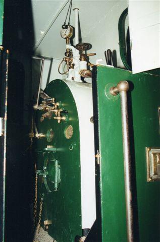 """På museet står Pioner, men man kan ikke komme på afstand uden specialudstyr. 2000. Maskinen er """"designmalet."""" Foto Sigurdur Gudjonsson."""