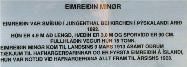 Skiltet på Minør på islandsk. Noget lader sig læse. Tyskland staves på en sjov måde.