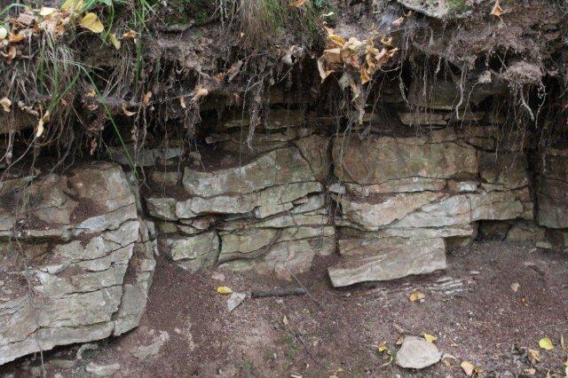 Stenbruddet var ikke stort, men der var flere af dem. Der må nu et eller andet sted i nabolandet have været et stort brud, idet adskillige bygninger i området var opført af sten af Kalkoolith.