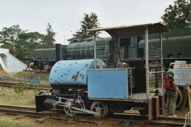 Ledo Coal Mines 610 mm (2 fod) saddeltanker. Bagnal fra 1897. Vi har en lidt mere moderne udgave i Hedeland. Museet opgiver maskinen som 0B1, hvad den også godt kunne se ud til at have været?
