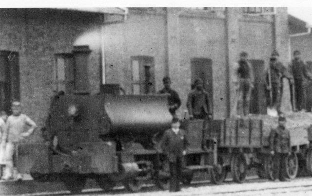 Thy på Thisted station 1880 - 82. Endnu uden førerhus. Billedet er et udsnit af et større billede.