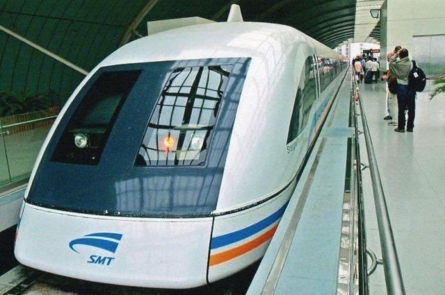 Magnetsvævebanen mellem Shanghai og lufthavnen 2007.
