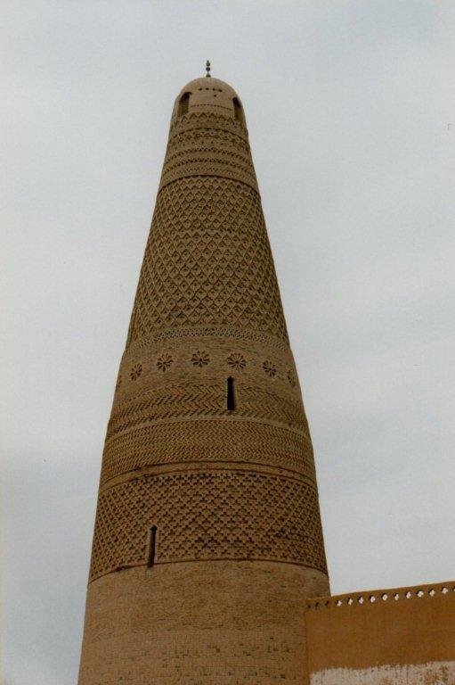 Minareten fra 1776 af ubrændte lersten ved moskeen i Turfan. Uden stele. Mens minereten var smuk, var resten af moskeen ganske simpel.