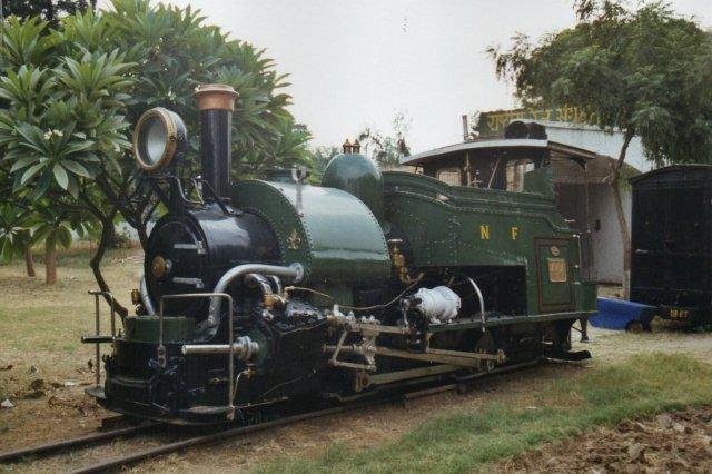 På Det indiske Jernbanemuseum holdt man trods alt lokomotivet ved lige med maling trods det ugunstige klima.