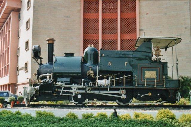 Foran Trafikministeriet i New Delhi stod 799 bygget 1925, men stort set efter de samme tegninger som 1889-modellen!