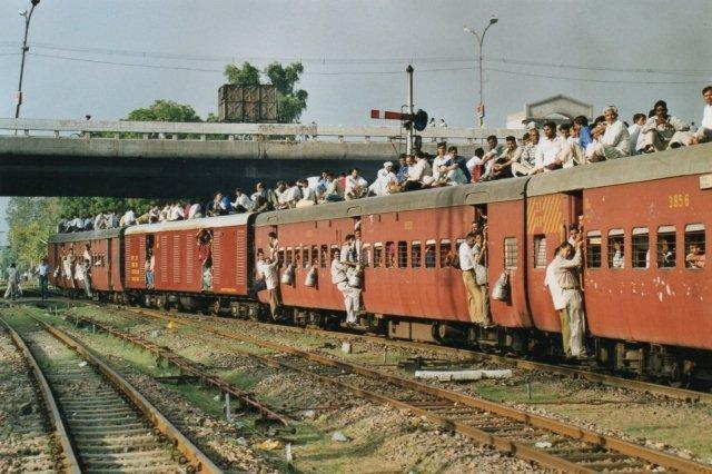 Vi er i Delhi Cantonment Station. Her var ikke overledning!