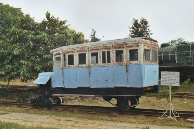 Kalka Simla Railway KS 12 senere nr. 899. Eb Wickham-konstruktion fra 1930 med petroleumsmotor. Banen har sporvidden 762 mm og fører som Darjeelingbanen op i Himalaya.