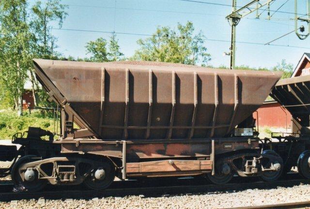 Malmvogn med udvendig afstivning. Også vognene er siden fornyede til meget større typer. Andre havde helt glat yderside, hvor stivene var fjernet.