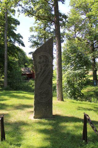 På selve grænsen mellem Sverige og Danmark sluttedes 1645 freden i Brömsebro, hvor Sverige tog godt for sig af dansk og norsk land, dog for intet at regne i sammenligning hvad de tog tre år senere. I godt 100 år har der stået en mindesten. 06.07.2013.