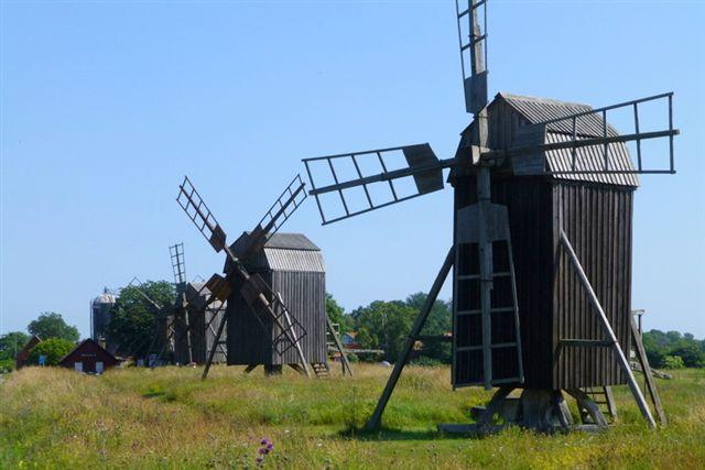 Öland er kendt for sine mange møller. Hver gård havde sin mølle! Som regel en stubmølle. Vi så en god del af de fire hundrede endnu resterende. 07 07.2013.