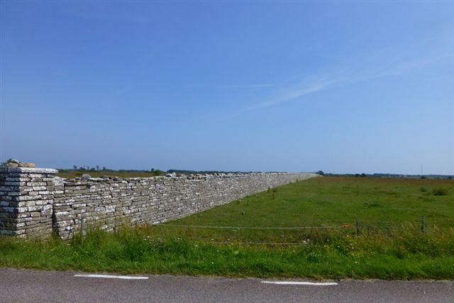 Som om Kronoparken på Nordöland ikke var kongen nok, havde Carl X. Gustaf også spærret hjortene inde og bønderne ude med en stenmur tværs over Sydöland.