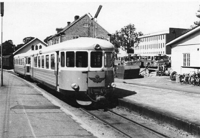 Växjö 1968 891 mm 2.jpg Daddelæsker i Växjö ligeledes på 891 mm spor. Foto fra 1968.
