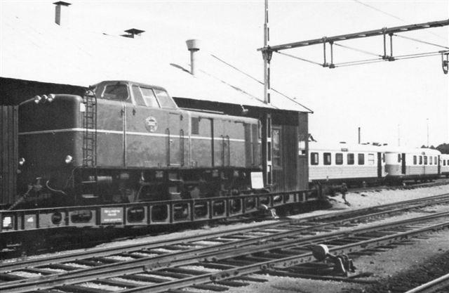 Växjö 1968 891 mm 4.jpg På en transportør stod et MaK, SJ 3503.