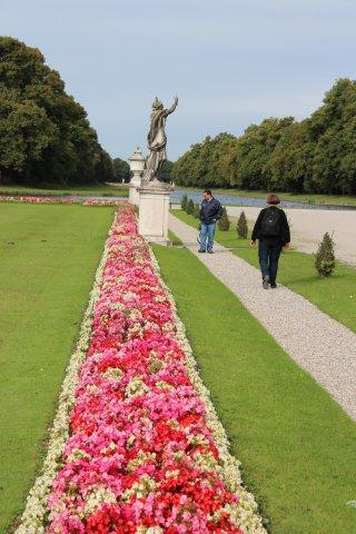 I München besøgte vi slottet Nymphenburg og beundrede de flotte blomsterbede, der var flere kilometer lange.