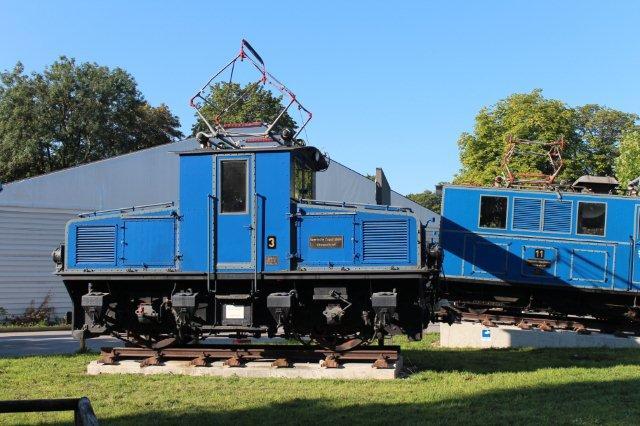 Lokomotiv fra den uden tandhjul værende del af Bayrische Zugspitzbahn AG på museet i München 30.08.2013. Maskinen er AEG 4270/1930, og den har driftsnummeret 3. I alt var der fire såkaldte dallokomotiver 1 - 4, hvor nr. 2 står i Garmisch, og nr. 3 i München. Dallokomotiverne var Bo med en ydelse på 2 x 112 kW, 27,5 t og en højeste hastighed på 50 km/t. De trak seks vogne.