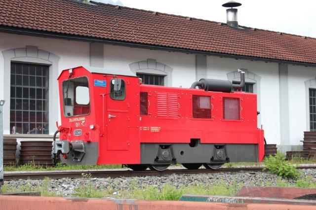Zillertalbahn D 1 var smukt sat i stand, da den havde afløst D 11. Ovenforviste D 2 afventede stadig istandsættelse, der blandt andet omfattede indbygning af radiostyring. Man ville først sætte D 2 i stand, når D 12 var gået i stykker! Jenbach 01.09.2013.