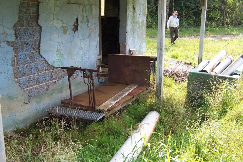 Førerpladsen. Føreren kunne stå på denne lille platform og ikke tage plads op for godset. I forvejen var balanceforholdene dog vanskelige. Troljen var let at tippe i tom tilstand!