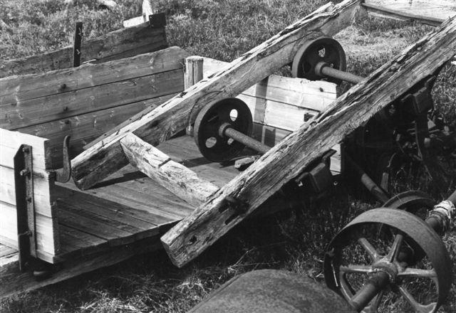 Materielrester på et Peter Brøndum Nielsen-foto fra 1978.
