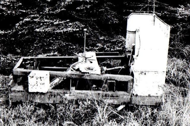 På strøelsefabrikken var også hensat en ramme, som jeg bestemte til værende fra et Nagbøl-lokomotiv. Motor og motorhus mangler. Foto: BH 1978.