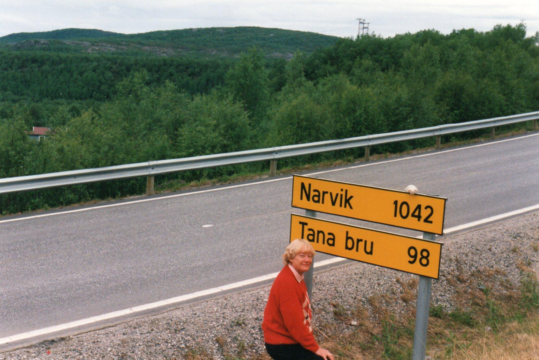 Vi havde kørt langt fra Kirkenes, da nordmændene mindede os om, at der virkelig var langt hjem endnu. Til Narvik er der mere end en dagsrejse på grund af vejene. Fra Narvik er der er der virkelig langt til Nr. Bjert! Myggene gjorde, hvad de kunne, men alligevel blev det en dejlig uge.