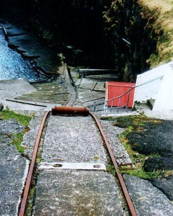 Rullen til trækkablet viser, at banen er en spilbane. Der er en betydelig højdeforskel. Foto: Sidse Friis Laursen 2012.