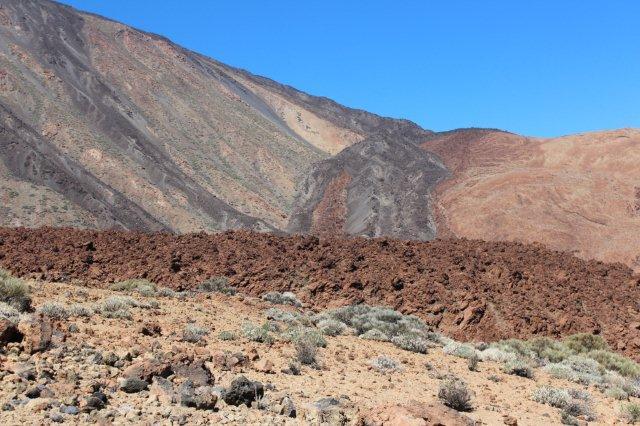 På det nederste billede ses en lang og høj tunge af slagger, gasfyldt lava, der er trængt frem og størknet næsten lige så hurtigt, som fremdriften. Her ville jeg godt have stået og set på for et par tusinde år siden?