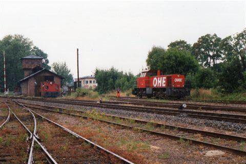 I Rinteln holdt også OHE, Ost Hannoversche Eisenbahn 14 0002, MaK 1000 787/1979. Lokomotivet holder på DEWs spor. Tidligere har jeg set DEG, Deutsche Eisenbahngesellschaft rangere her.