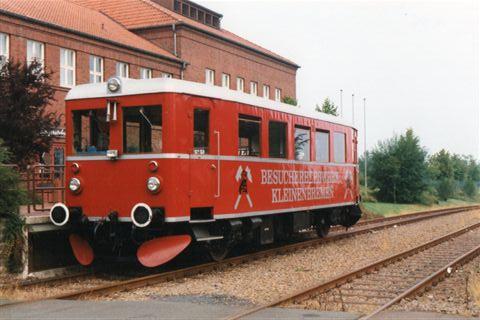 MKB, Mindener Kreisbahnen VT 01. Dessau 3184/1937. 20 t. 45 pladser. Oprindelig DT VT 135 060. 1942 til RAG, Regentalbahn. 1987 til MRK. Foto i Kleinbremen uden for jernminen 1995, Vi kørte ind i minen i denne motorvogn.