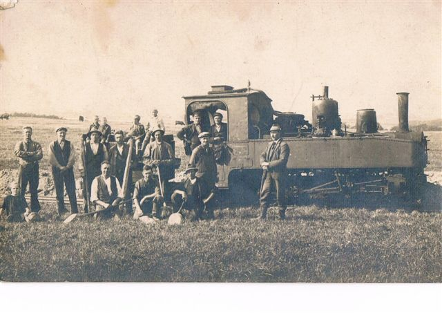 Entreprenøren for Holstebroegnens Mergelselskab havde er forhenværende tysk brigadelokomotiv i sin stald. det ses her så sendt som i 30'erne.
