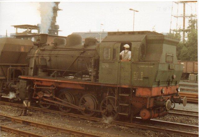 Anna 12, Krupp 4248/1961 af typen Bergbau. Den yder 850 hk og vejer 80 t. Du er velkommen til at sammenligne med en dansk Q-maskine eller et MaK-værk. Foto fra 1980.