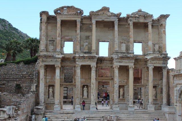 Vi fik set alle de græske ruiner, vi kunne ønske og flere til. Her er det Celsuisbiblioteket i Efesos knap to tusinde år gammelt.