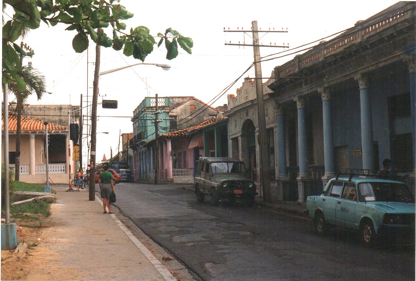 Mange huse i Pinar del Rio 136 000 indbyggere, Søjlernes by på det nordvestlige Cuba havde huse med søjler foran, græske søjler i dorisk, jonisk eller korintisk stil.