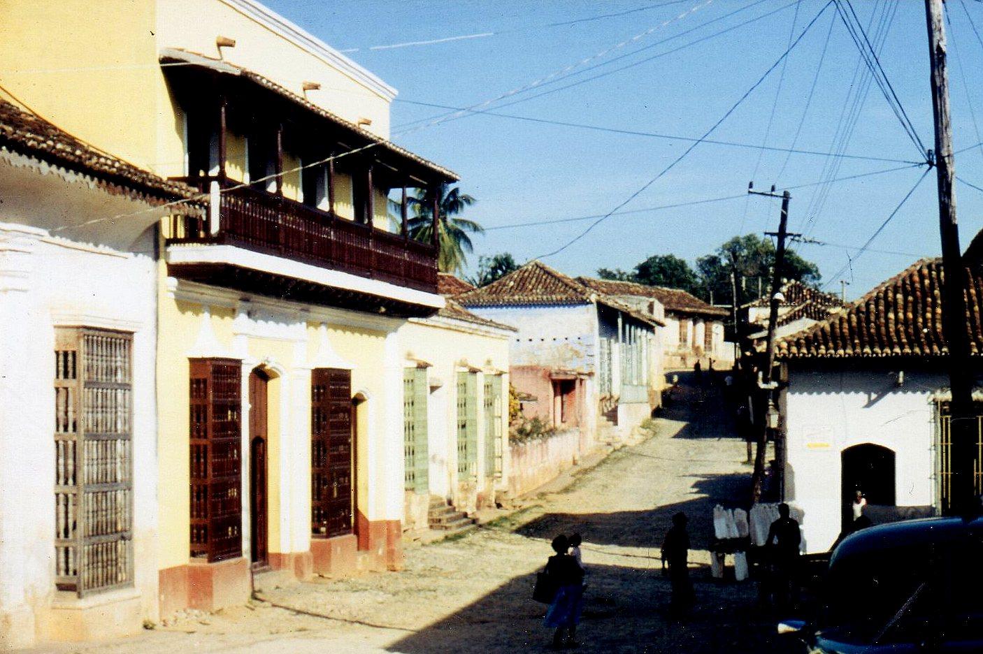 I Trinidad, 69 000 indbyggere på det centrale Cubas sydkyst havde mange huse stor vinduer fra gud til loft uden glas, men med gitre foran. Oprindeligt mod pirater, men nu som generel sikring mod ubudne gæster.