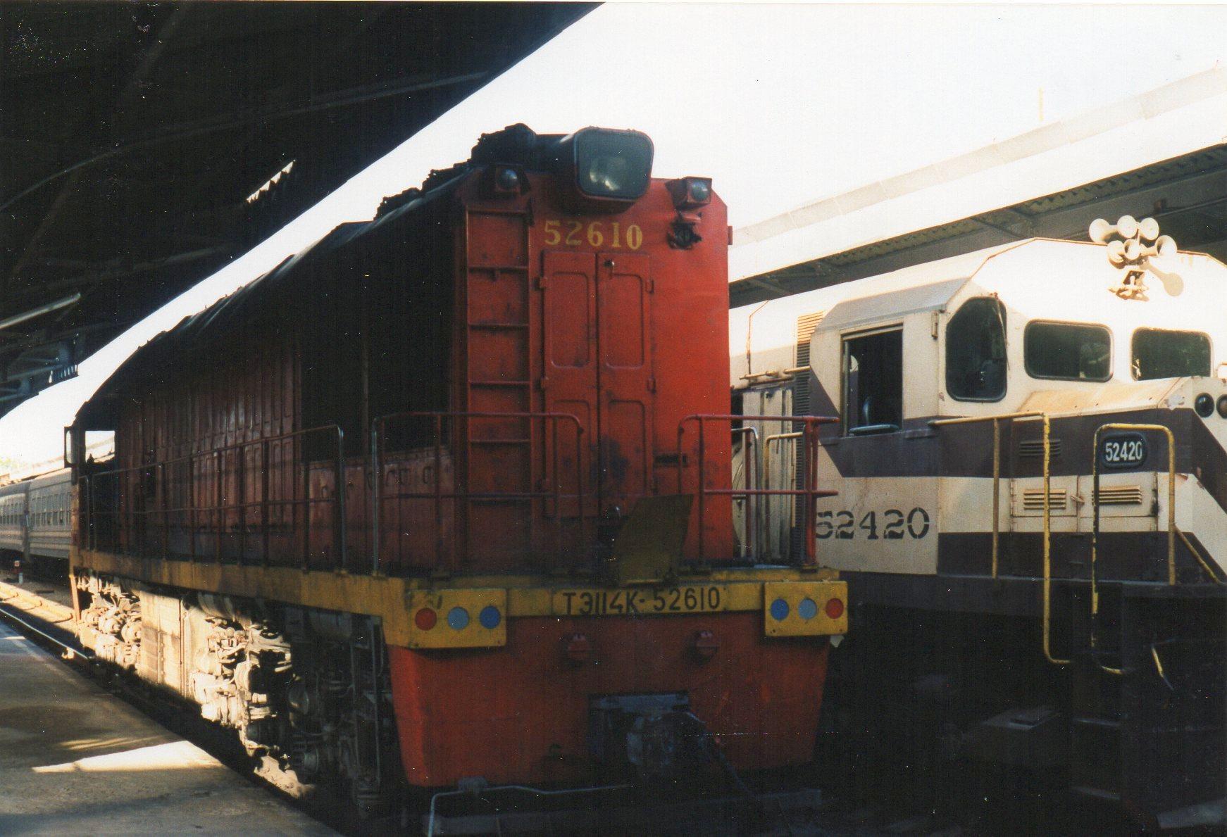 Vort tog blev dog trukket af en russer, der her er på vej. Det er FCC 52 610 af typen TE114K bygget i Vorshilovgrad 1978.