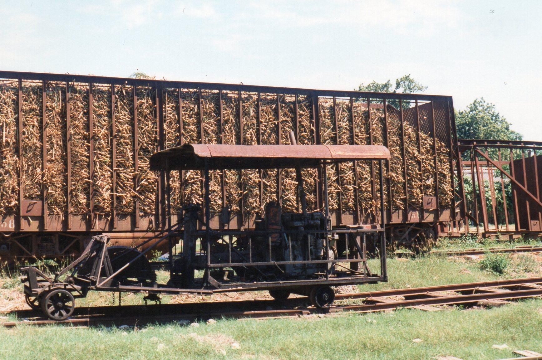 Dette køretøj havde næppe været et damplokomotiv, men så snarere ud til at være lavet af noget, en VVS-mand havde haft til overs? Den havde tilsyneladende ikke kørte længe.
