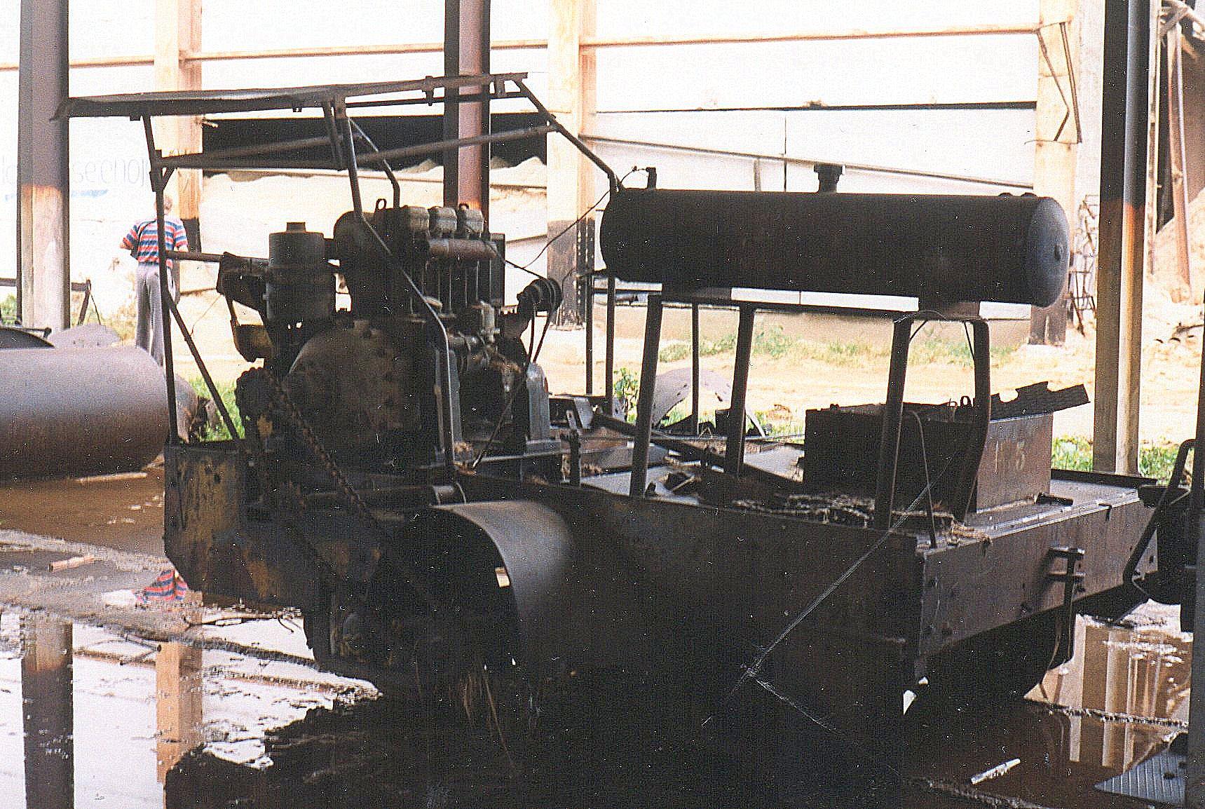 Foruden damplokomotiverne 1530 og 1531 rummede remisen denne trolje, der var uden data, men mærket 15.