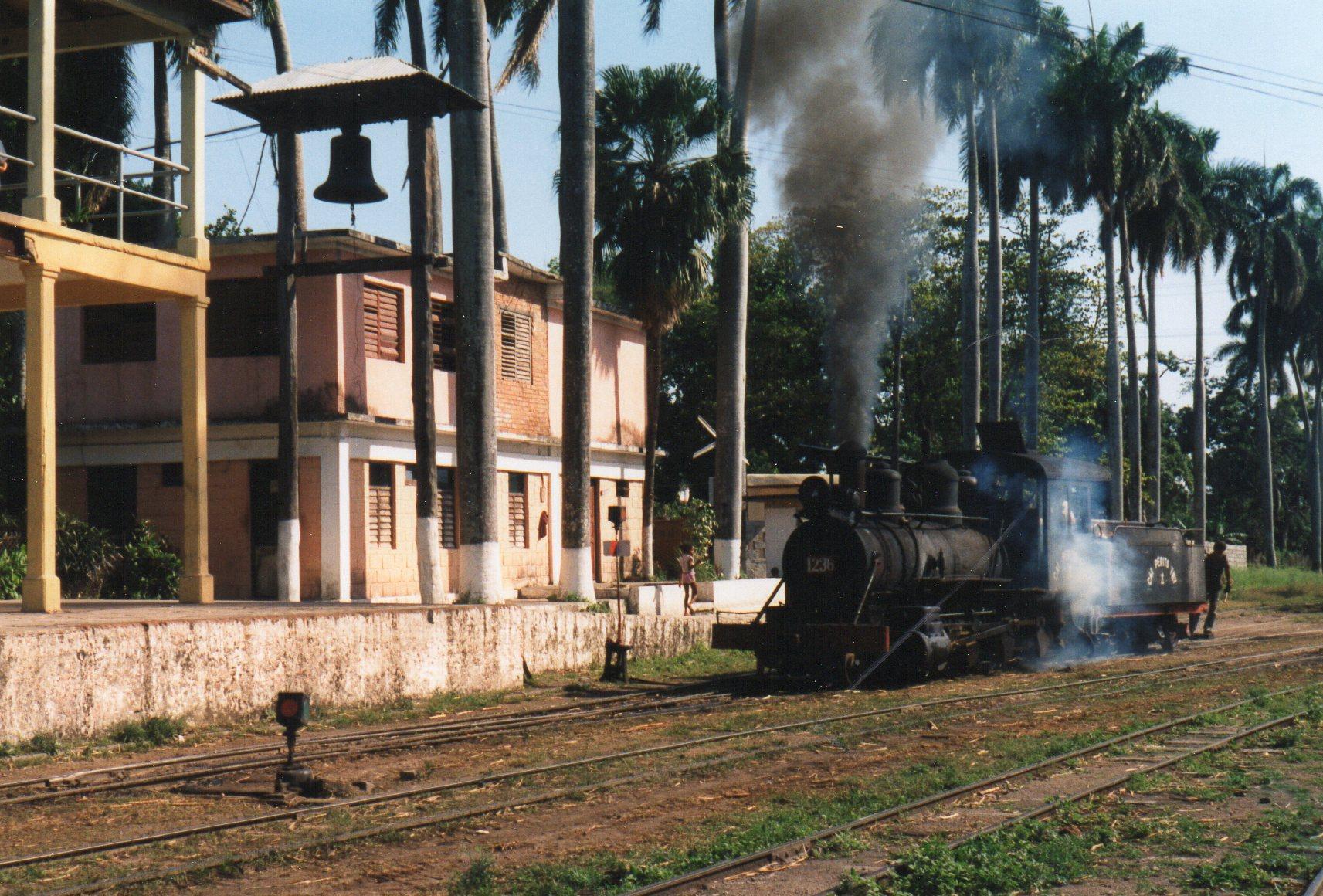 CAI 443 Pepito Tay 1246, Baldwin 35459/1910. 1'D. 762 mm. Møllen havde maleriske omgivelser. Klokken kaldte i sin tid slaverne på arbejde.