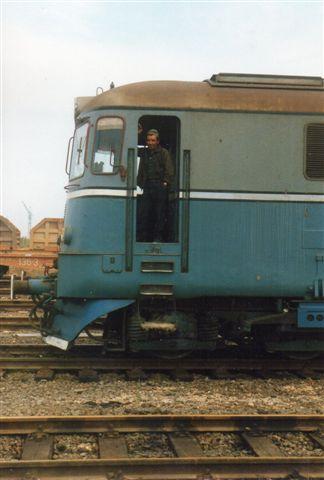 På vejen tilbage passerede jeg endnu et lokomotiv, CFR 0167-1. Også her blev jeg smidt ud, men jeg fortalte så, at han (en rangerleder) var for sent ude. Jeg var allerede smidt ud én gang, og at jeg var på vej ud. Rangerlederen fandt ud af, at jeg nok talte tysk, men ikke var tysker, og så undskyldte han og bad mig om ikke bare at fotografere hans lokomotiv, men også hans lokomotivfører.