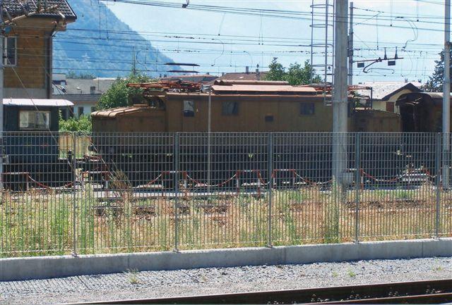 E 626 uden plader formentlig hensat til museumsformål i Tirano 2009. 262 var den første jævnstrømstype konstrueret 1926 og bygget fra 1928 i 448 eksemplarer i fire versioner. I 1926 var man skiftet fra vekselstrøm til 3000 V jævnstrøm! Tirano ligger helt mod nord og er samtidig endestation for schweiziske Rhätische Bahn.