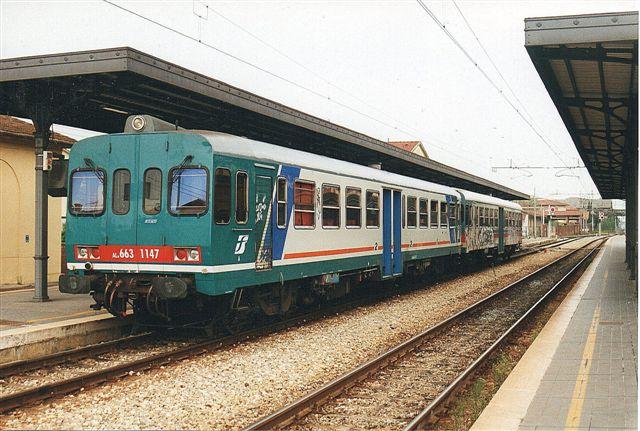 FS ALn 663 1147 og 1144 i Lucca 2000. Toget kørte op i Garfagnana Via Castelnuovo og Aula til la Spezia.