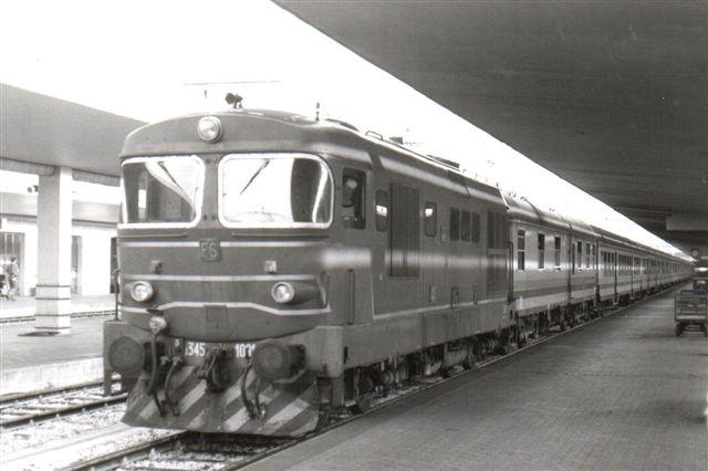 FS D 345 1091 er et diesellokomotiv fra FIAT fotograferet i Firenze 1990.