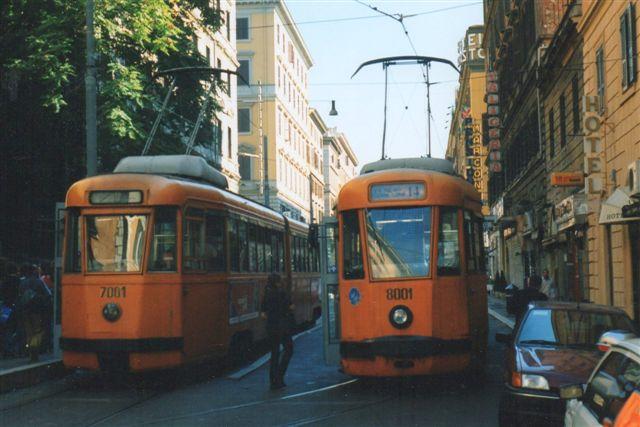 Et par sporvogne af en noget ældre model på linje 14 ved Termini Vest i Rom. 1998.