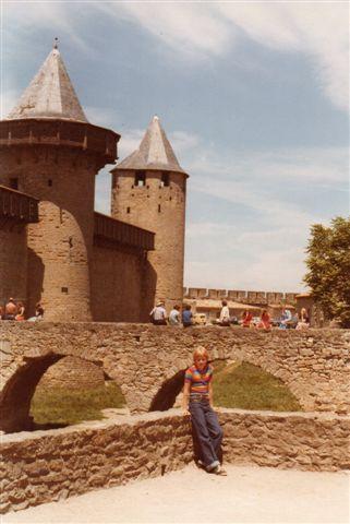 På vej fra Andorra til Auvergnes Højland passerede vi Carcasonne med dobbelt bymur fra Middelalderen med byporte og en fæstning. På dette foto fra 1978 ser vi en af byportene.