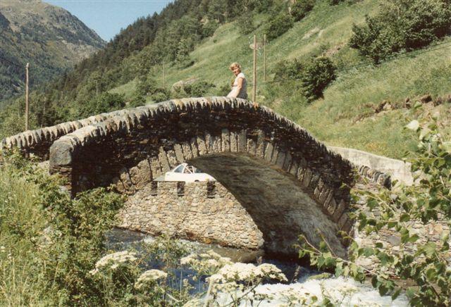 I det nordlige Andorra var der en del uberørt natur. Her en gammel bro.