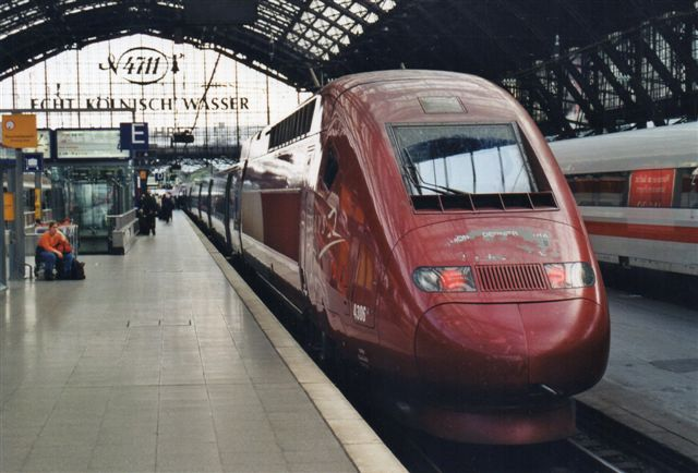 Et højhastighedstog Paris - Brüssel - Köln, Thalys 4306, Alstom fra 1997 i Köln 2002. Toget var hjemmehørende i Bruxelles Midi.
