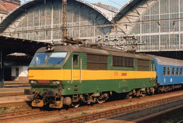CD 170 009-9 på Prags hovedbanegård 1994. Også det er bygget af Skoda.
