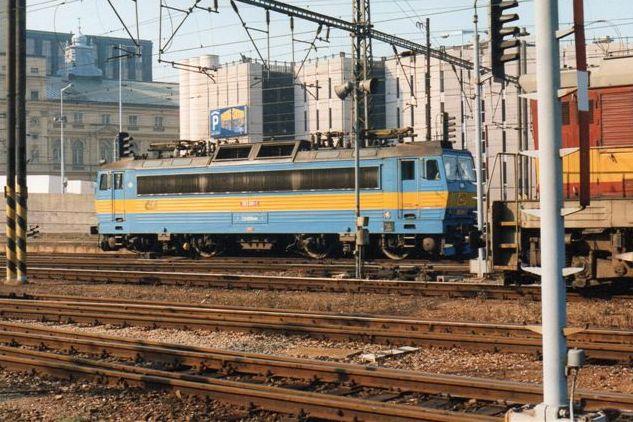 CD 363 081-1 på hovedbanegården. Anden farve, andet nummer, men et design lignende de to ovenstående.