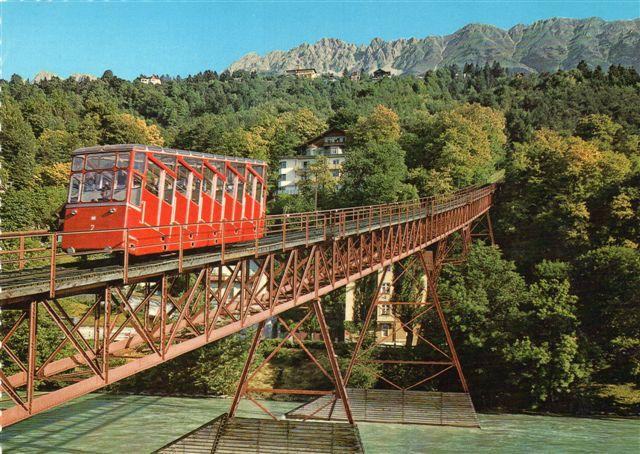 I 70'erne havde banen fået nyt materiel, men broen over Inn er stadig den samme. Foto: Ukendt..
